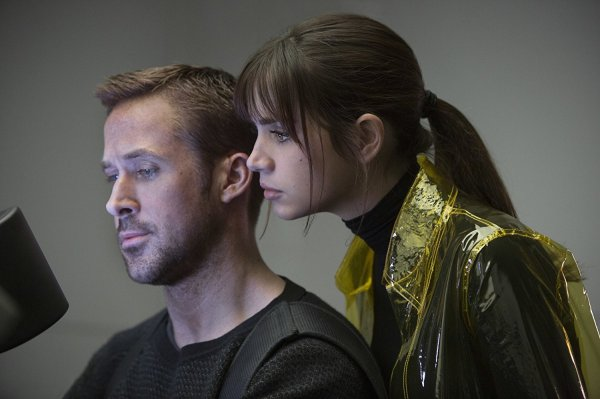 Gosling and de Armas in Blade Runner 2049